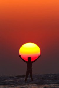 holding-praising-the-sun-silhouette